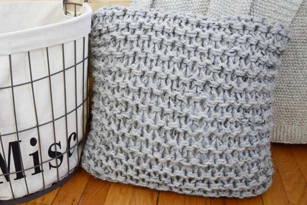 Chunky Throw Pillow Set - Free Pattern