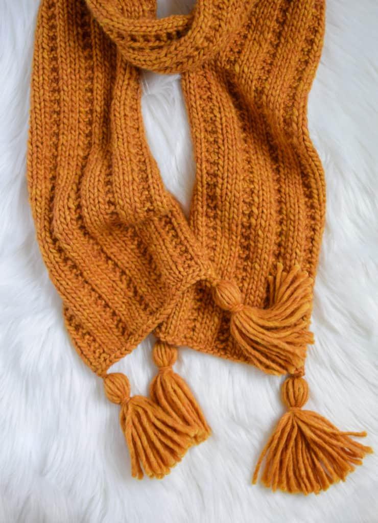 Jartiyer Ribana Örgü Eşarp - Knifty Knittings and Yarnspirations'tan ücretsiz desen #knittingpatterns #freepattern #yarnspirations