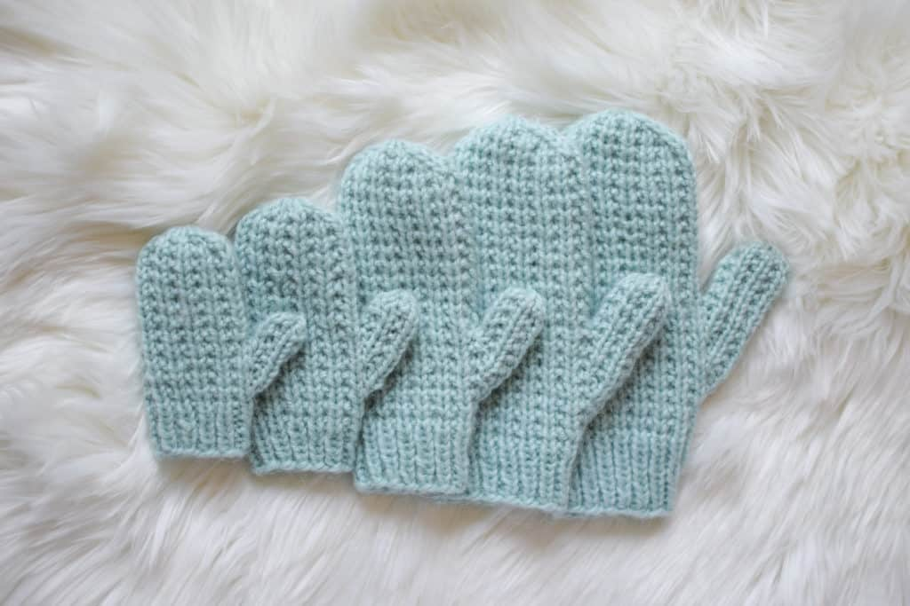 Kırık Kaburga Örgü Eldivenler - Knifty Knittings and Yarnspirations'tan ücretsiz desen #knitting #knittingpattern #yarnspirations