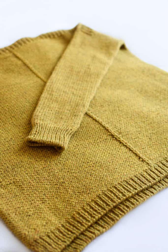 Örgü bir süvetere uzunluk nasıl eklenir - www.kniftyknittings.com'dan video eğitimi #knittingtutorial #weekendersweater #knitting