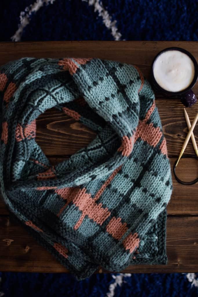 Crossroads Wrap - www.kniftyknittings.com adresinden ücretsiz örgü deseni ve öğreticisi # örgü #lionbrandyarn #knittingtutorial